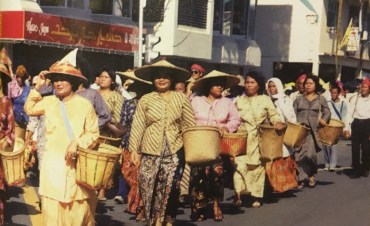 Members of the Murut tribe participate in the first National Day parade. Photo via Brunei History Centre/Infofoto
