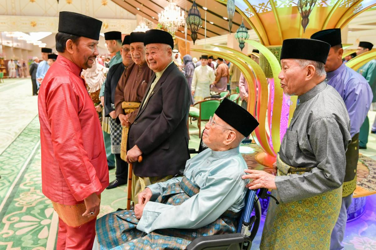 Royal family host VIP palace reception on first day of Hari Raya