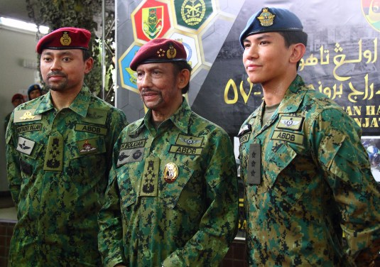 HM the Sultan (C) poses for a photo with his sons: HRH Prince General Haji Al-Muhtadee Billah (L) and HRH Captain Prince 'Abdul Mateen (R). Photo: Saifulizam Zamhor