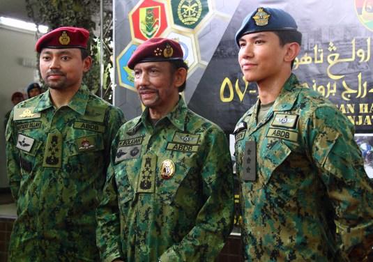 HM the Sultan (C) poses for a photo with his sons: HRH Prince General Haji Al-Muhtadee Billah (L) and HRH Captain Prince 'Abdul Mateen (R). Photo: Saifulizam Zamhor