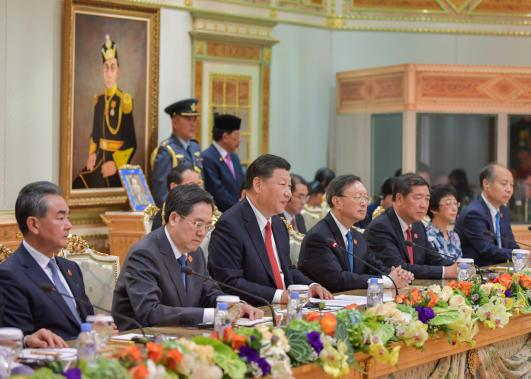 Chinese President Xi Jinping attends a meeting with Brunei's sultan at Istana Nurul Iman. Photo: Infofoto