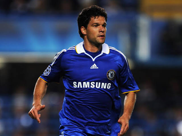 Vigil Van Dijk is very lucky to play in era where is no Drogba and Tevez - Michael Ballack