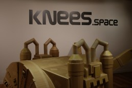 knees-space-1
