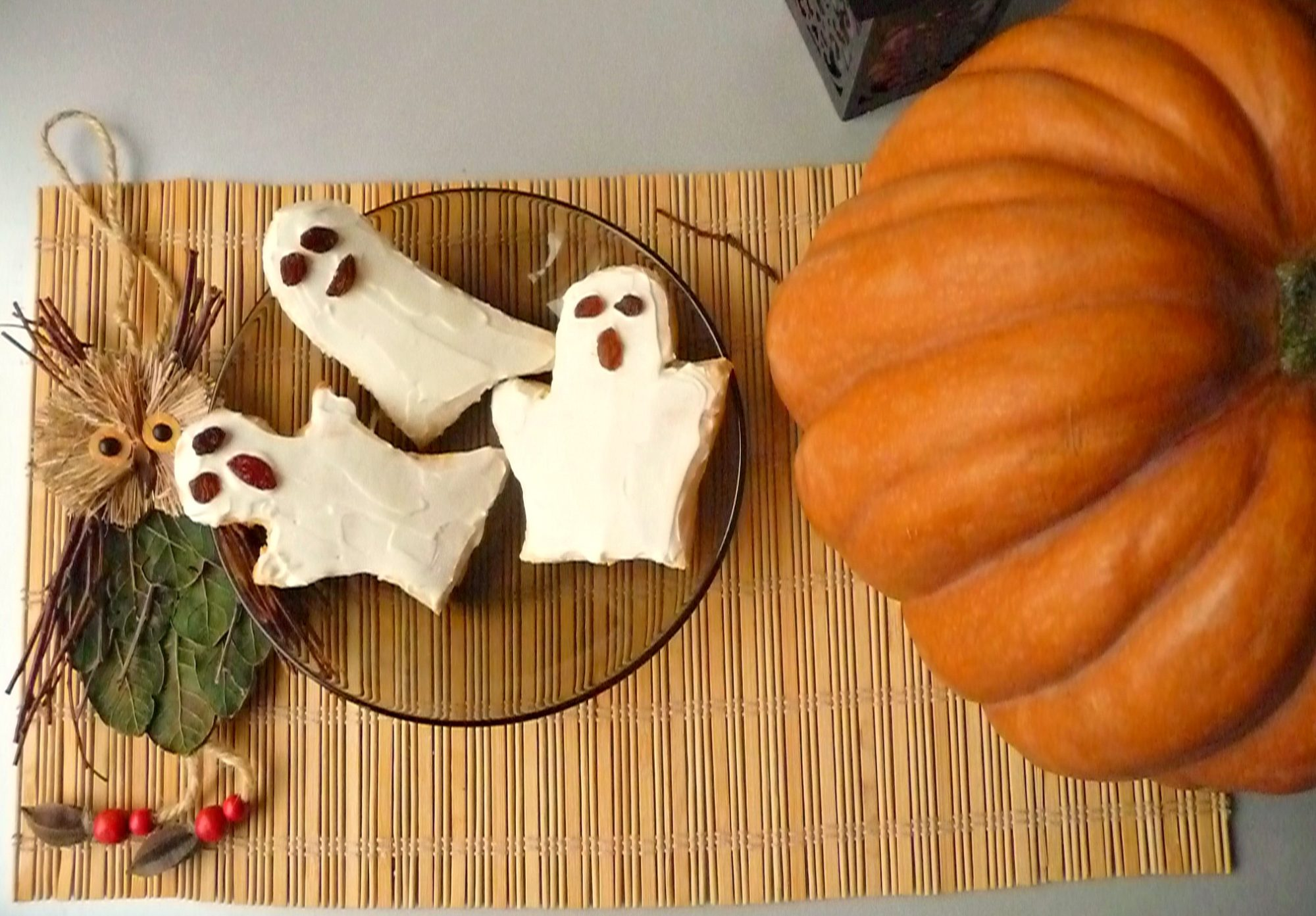 Ghost biscuits with cream cheese 6