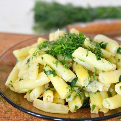 Yellow beans with garlic and dill