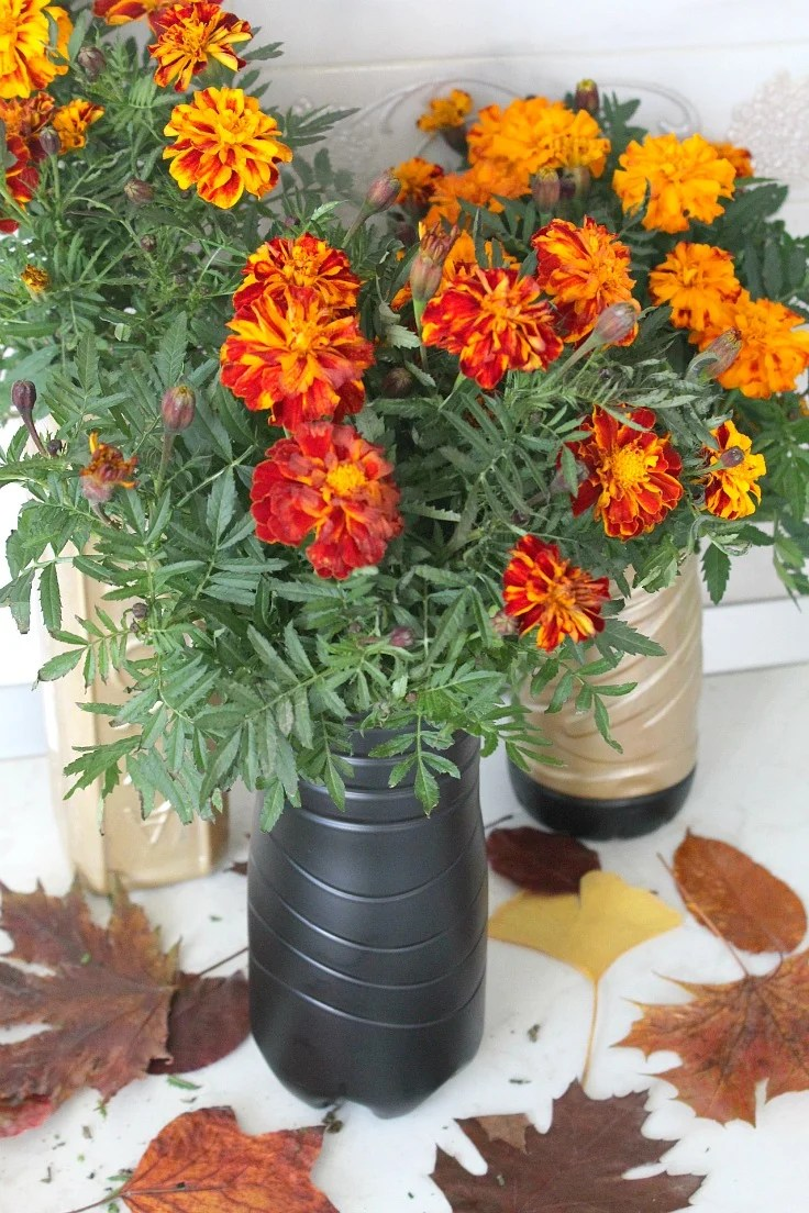 How to make a vase out of a plastic bottle