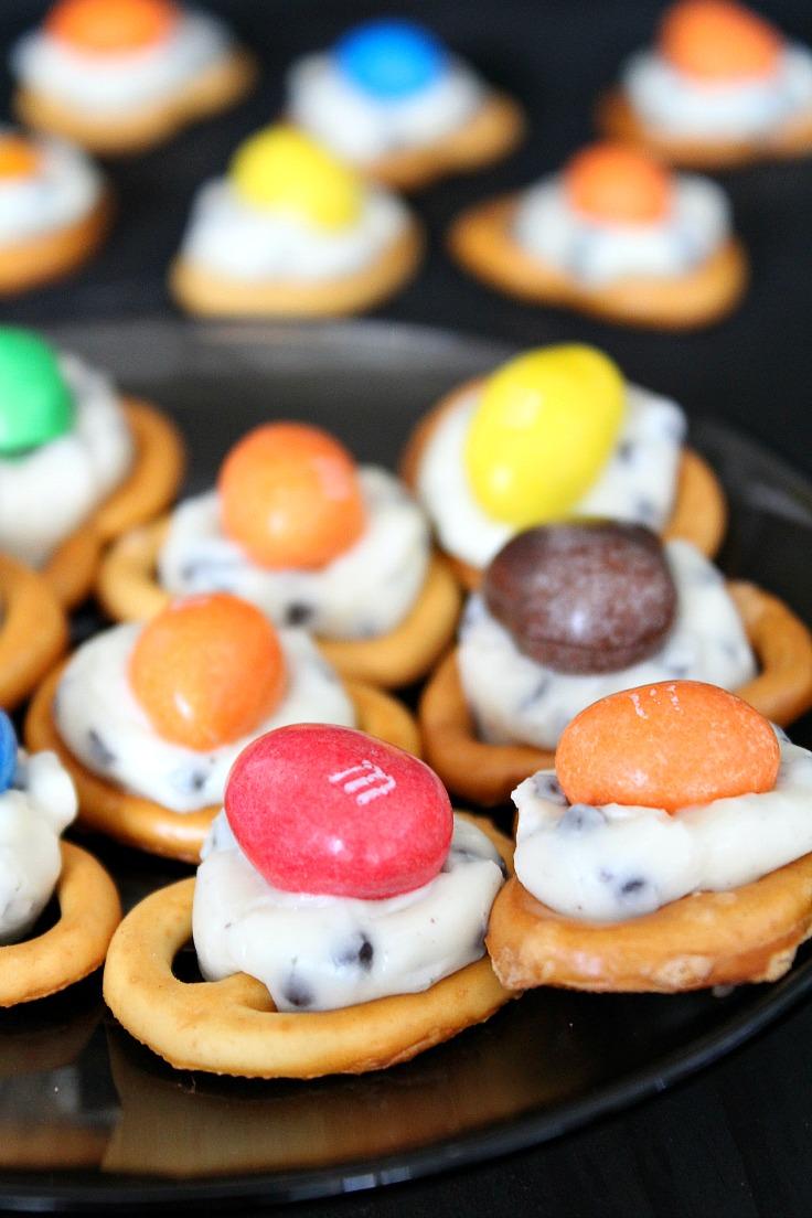 M&M pretzel treats