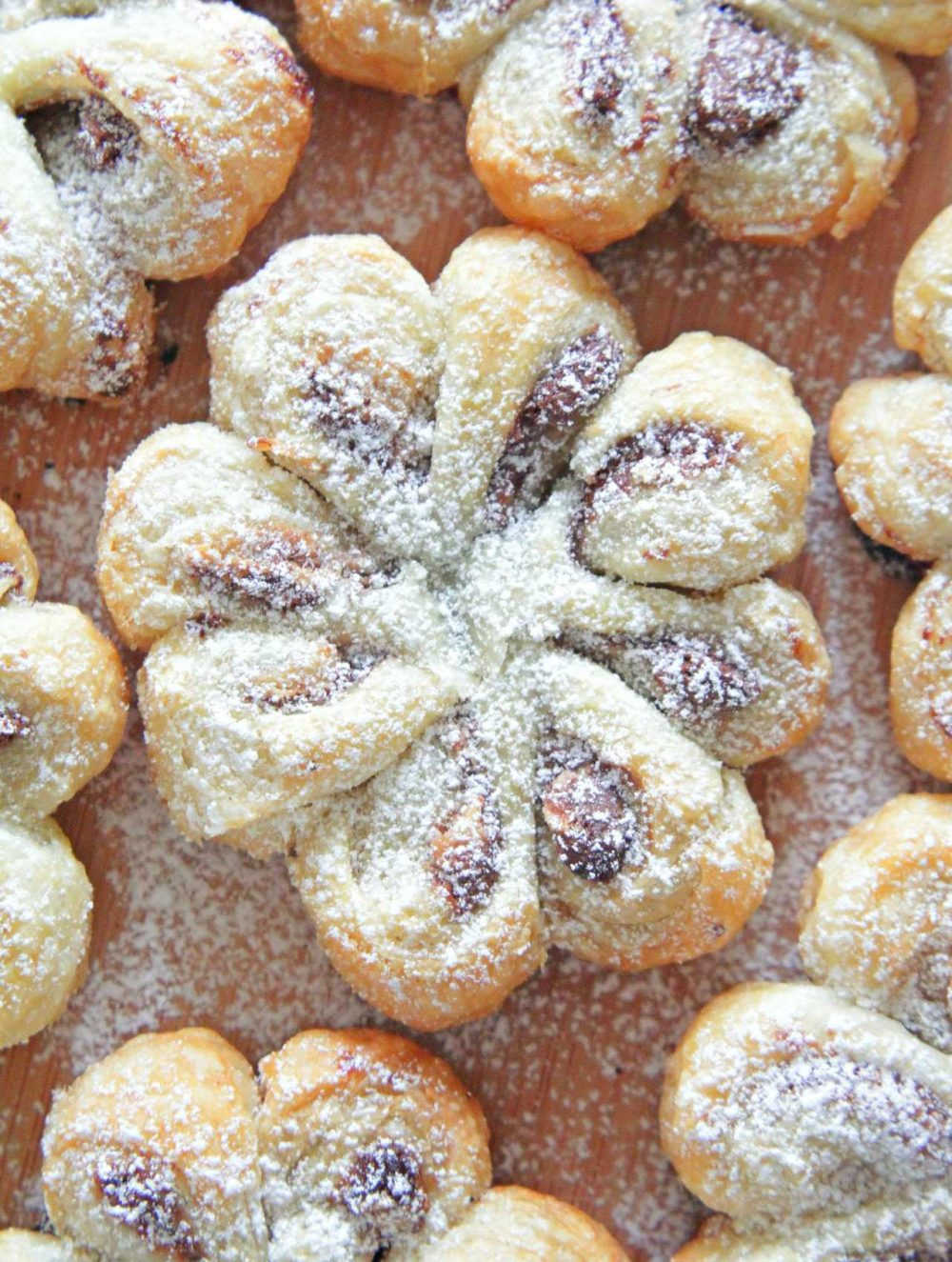 Pastry flowers with chocolate