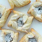These adorable blackberry pastries are super simple and super quick to make, perfect idea for busy people or as a last minute dessert!