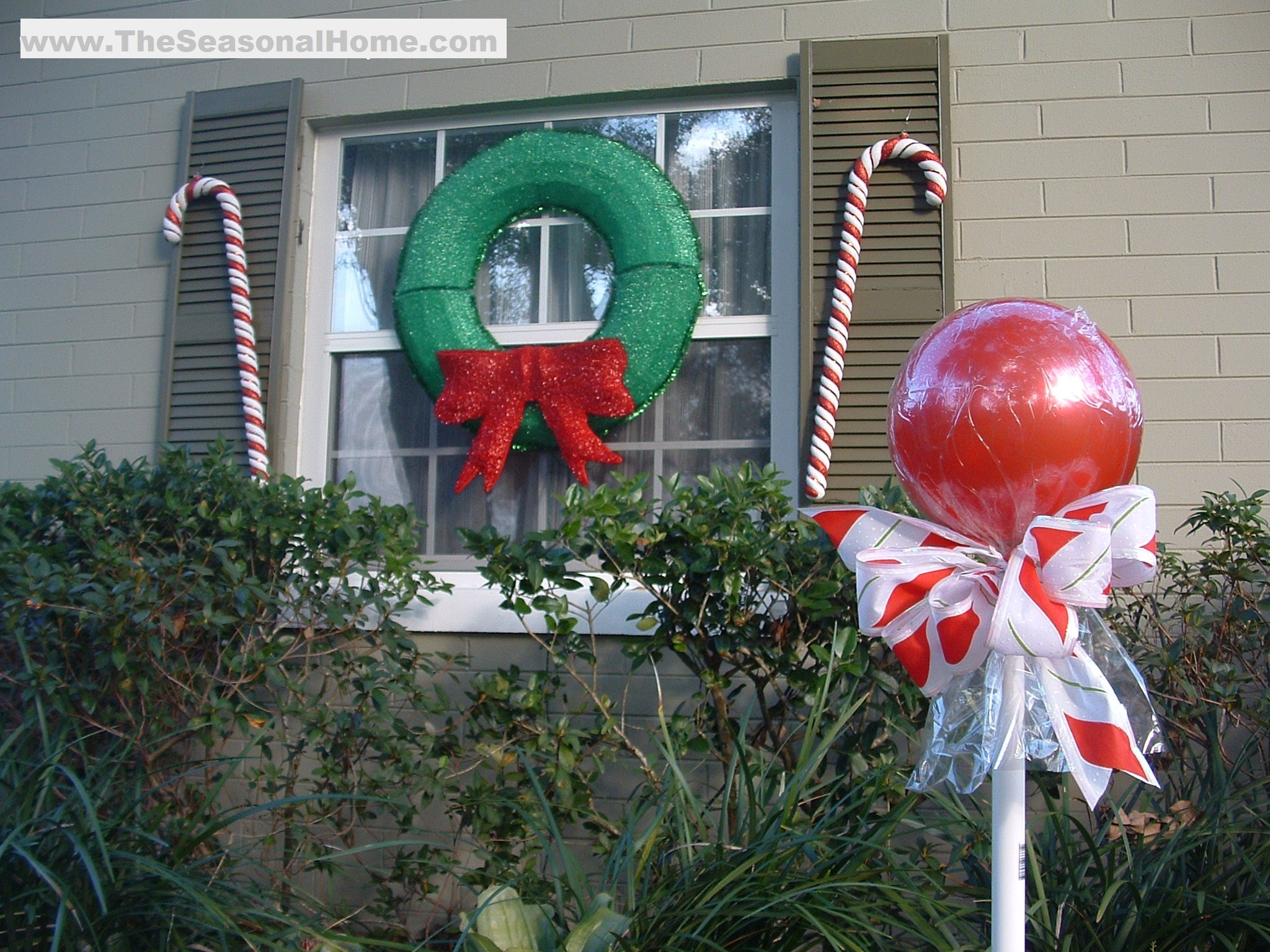 """Outdoor """"candy""""! A Christmas Decorating Idea « The"""