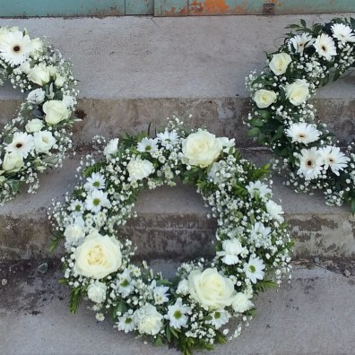 Classic White Large Wreaths