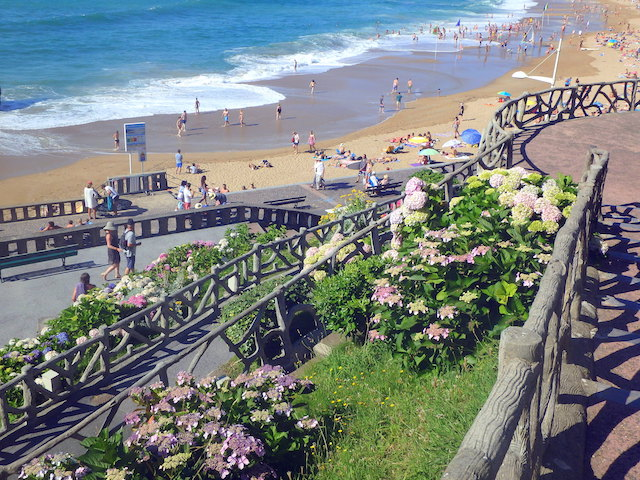 The path leading from the Grande Plage to the city center, Biarritz