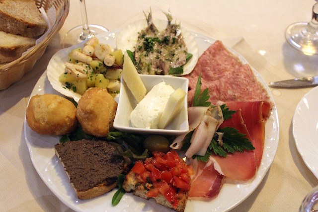 Mixed appetizers at Trattoria Da Benvenuto in Florence