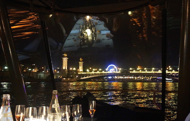 Romantic restaurant in Paris: dinner cruise on the Seine