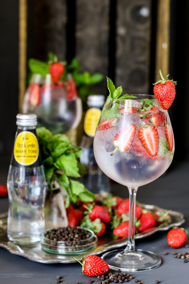 strawberry, mint & pepper G&T cocktail | The Secret Life of Bee