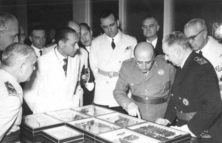 Inauguración_del_INIA_por_Franco_(1954)