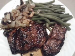steak-mushrooms-onions-green-beans