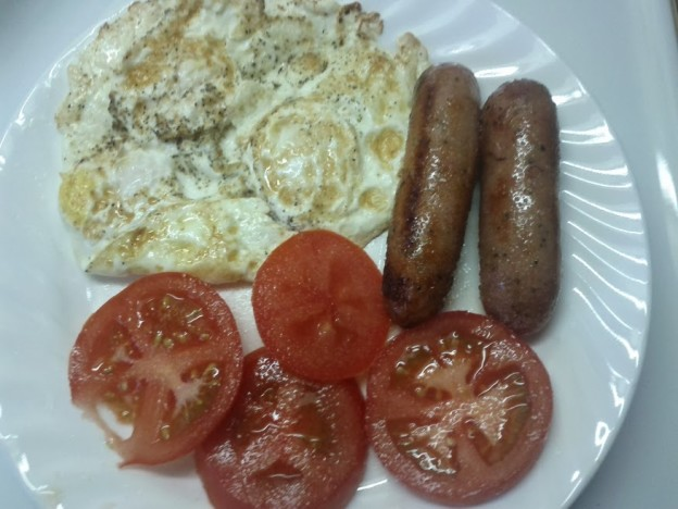 eggs-sausage-tomatoes-plate-624x468
