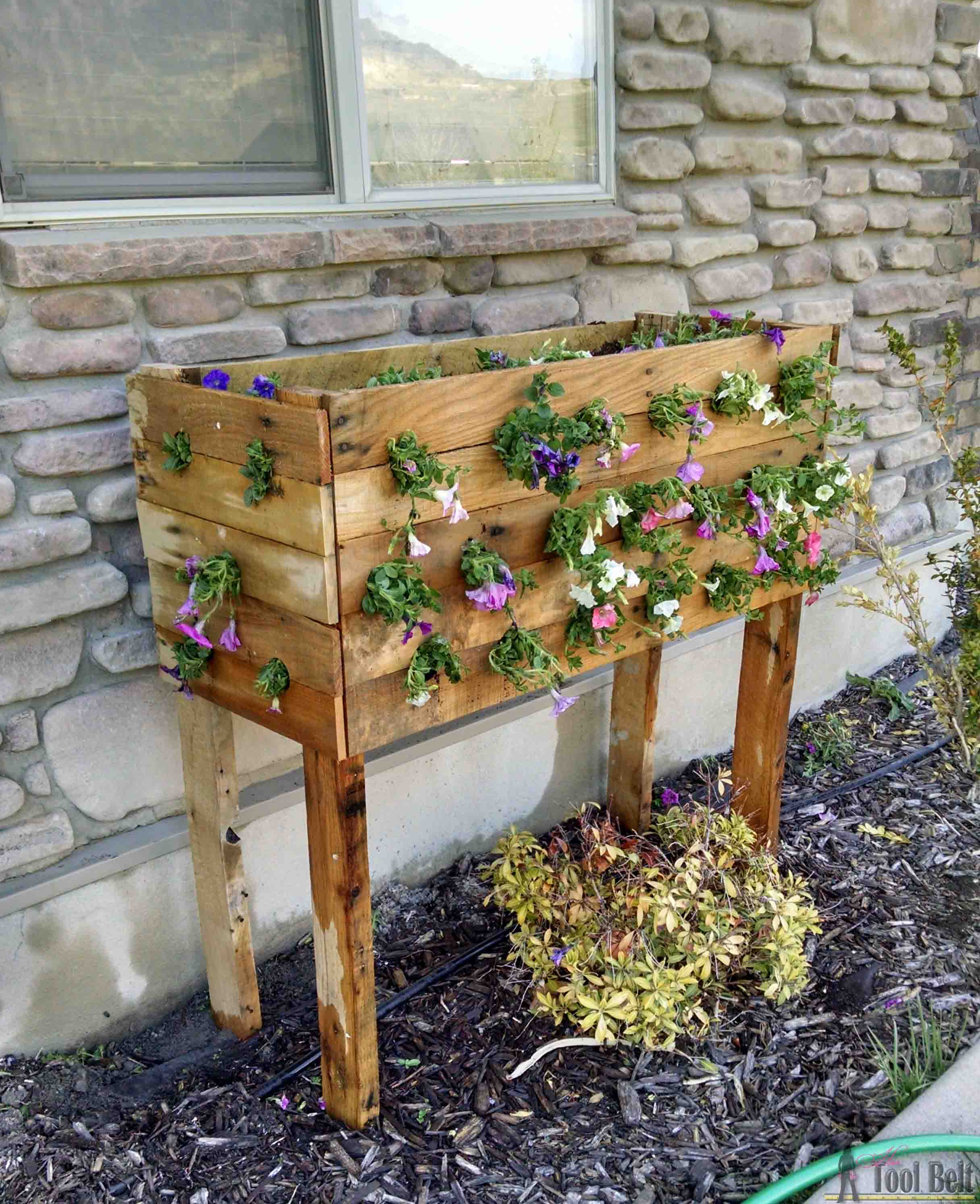 hight resolution of pallet planter box for cascading flowers