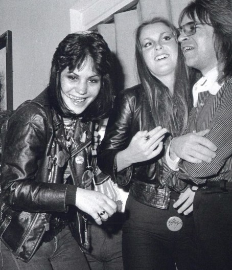 joan jett-lita ford-rodney-bingenheimer-the-runaways