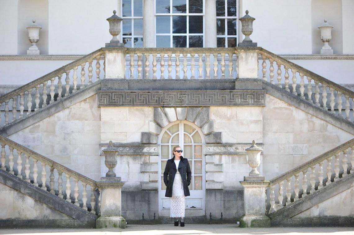 Chiswick House, Lace dress