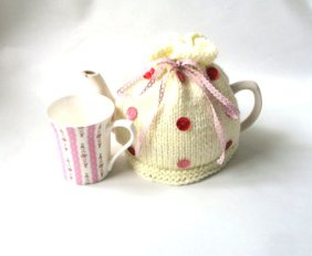 teacosypolkadotcream