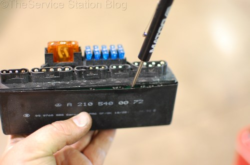 small resolution of disassembling module mercedes slk230 k40 relay
