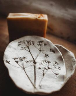 cow parsley soap dish close up