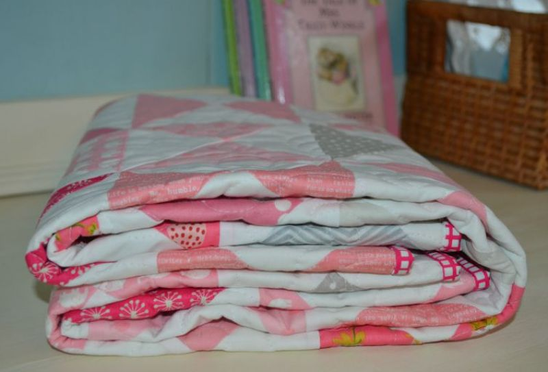 Hourglass Baby Quilt - the Sewing Chick