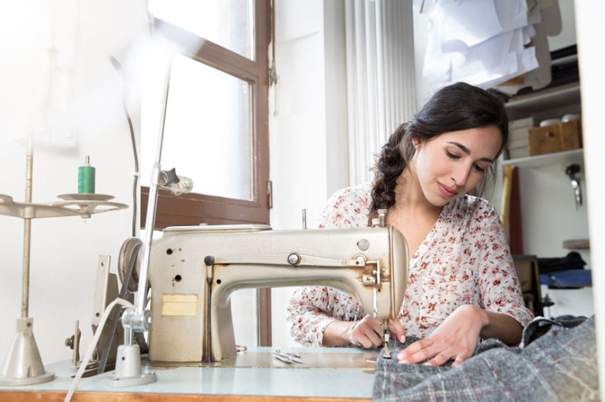 How to Use an Electric Sewing Machine