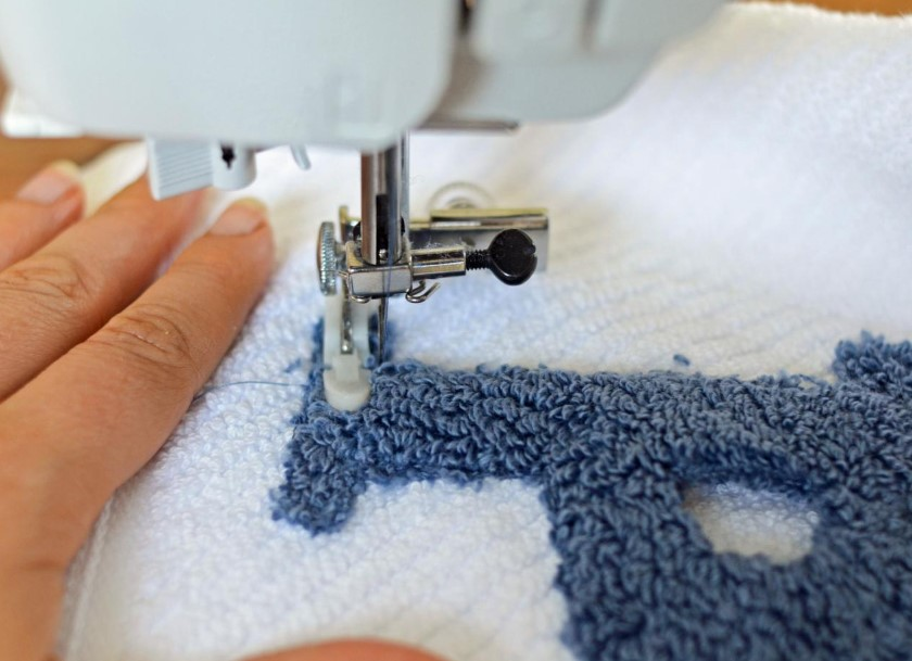 How to Do Monogramming With a Sewing Machine
