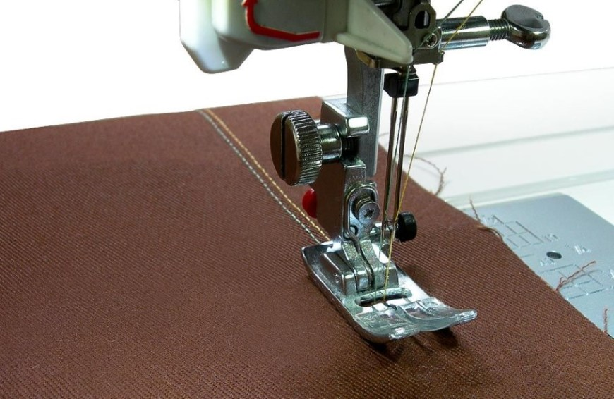 How to Use a Double Needle on a Sewing Machine