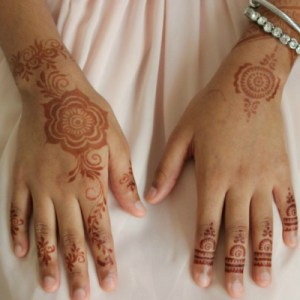 Tutorial: How to Apply Henna using Stickers