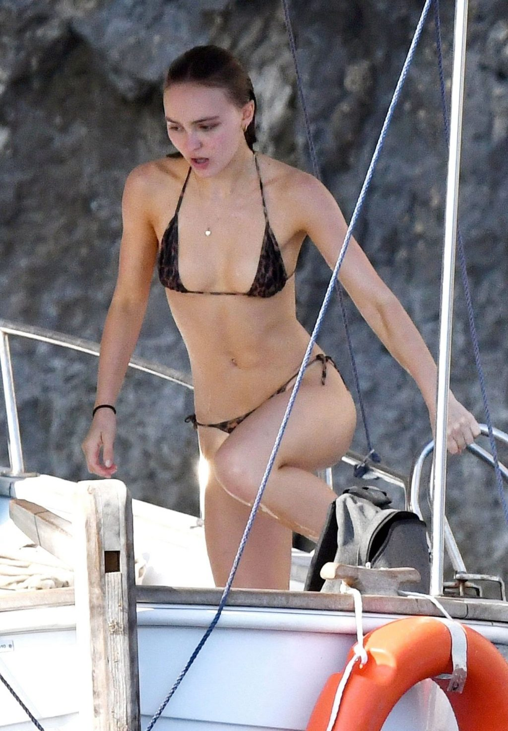 Lily Rose Depp Nude : Lily-Rose, Photos), 3x.wtf, TheFappening!