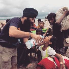 Khalsa Aid Volunteers helping Rohingya