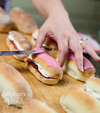 icing the buns