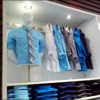 Visual merchandising: una camisa azul