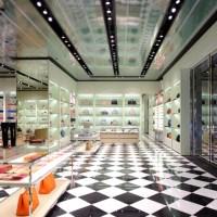La más reciente apertura de Prada, una tienda llena contraste entre color y texturas
