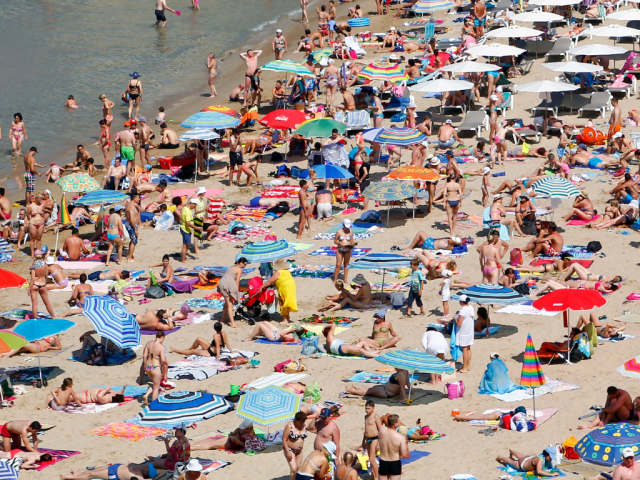 Beach etiquette: Keep your distance on a crowded beach