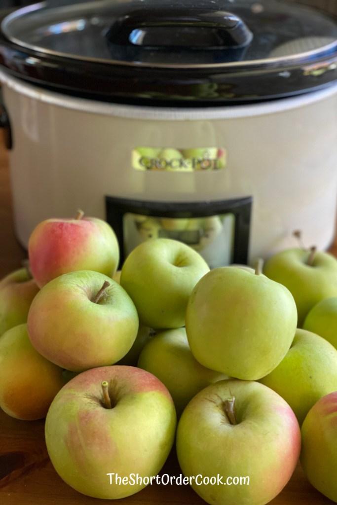 Slow Cooker Apple Sauce apples & crock
