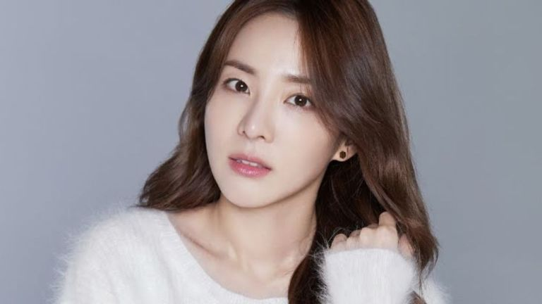 sandara park parts ways with yg entertainment