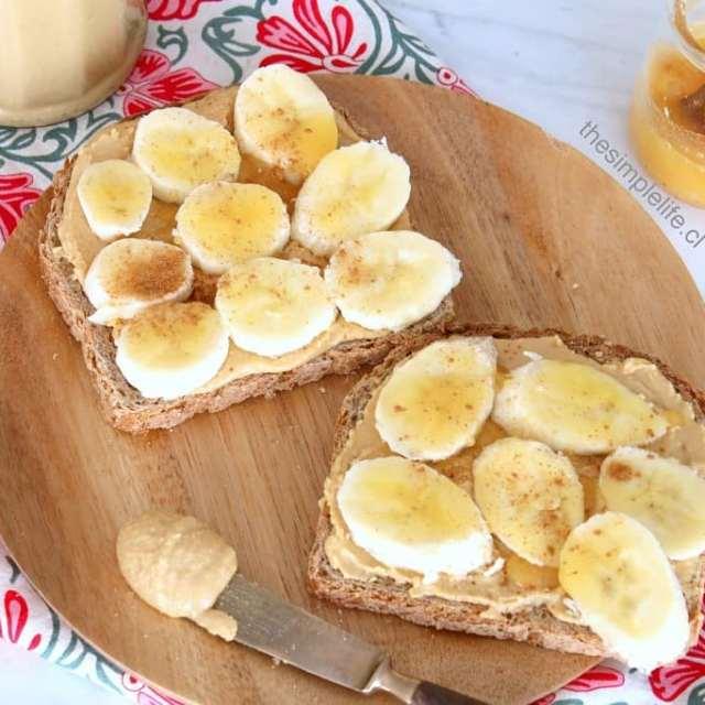 Desayunos de feriado  Tostadas con mantequilla de man caserahellip