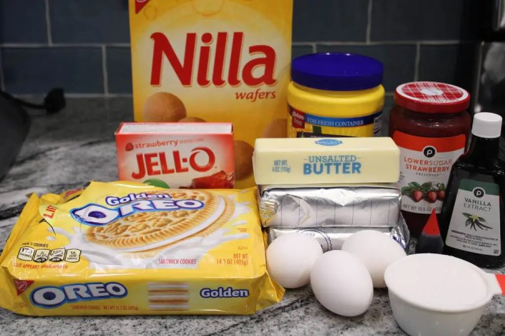 Nilla wafers, strawberries and other ingredients