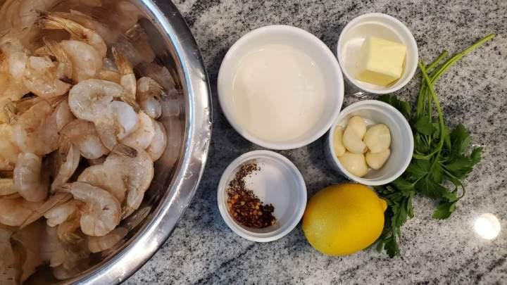 Ingredients for the garlic shrimp recipe