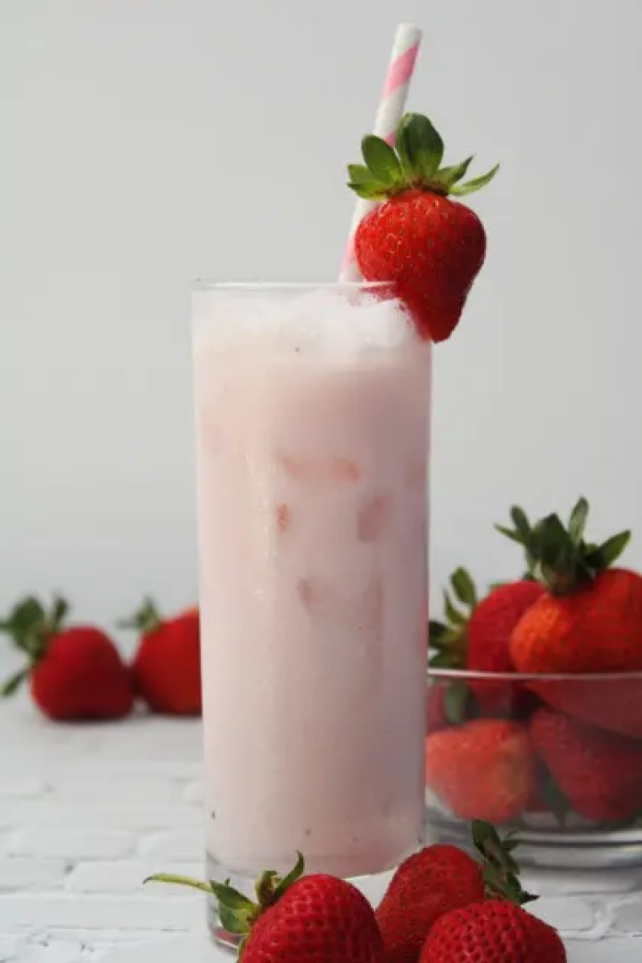 Mexican Strawberry Horchata Drink