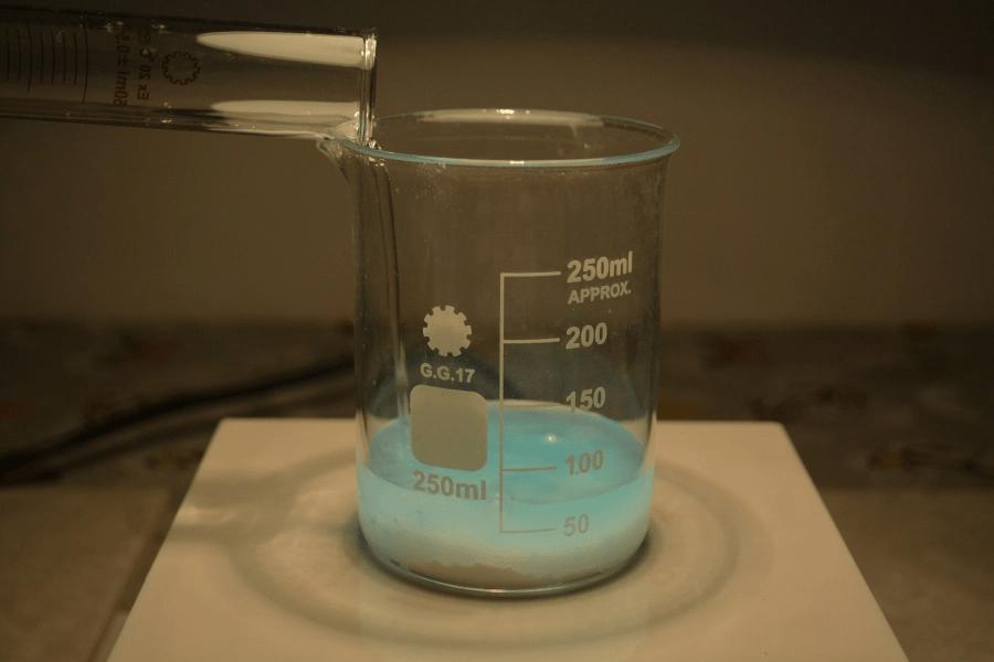 beaker water measuring cylinder