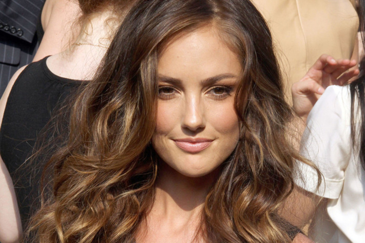 Wavy Hairstyles Best Cuts And Styles For Long Naturally Wavy