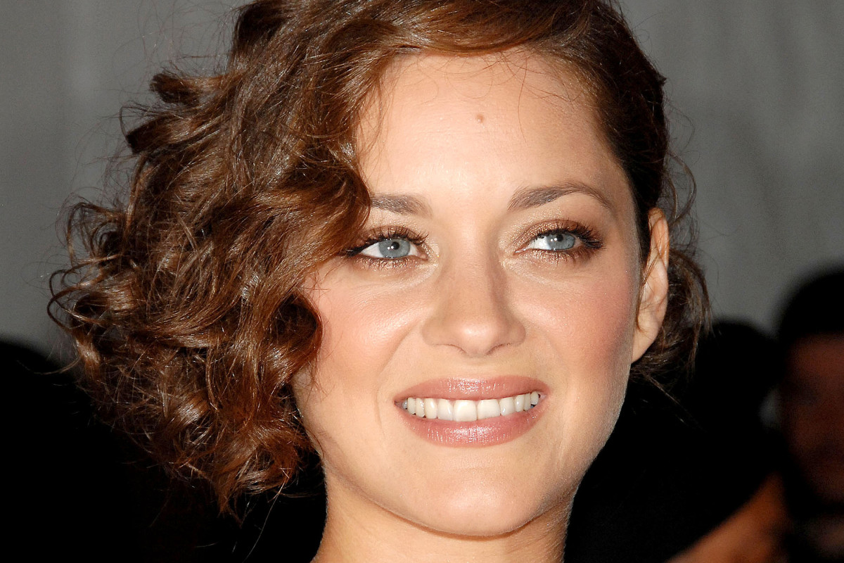 15 Of The Best Hairstyles For Medium Length Curly Hair The
