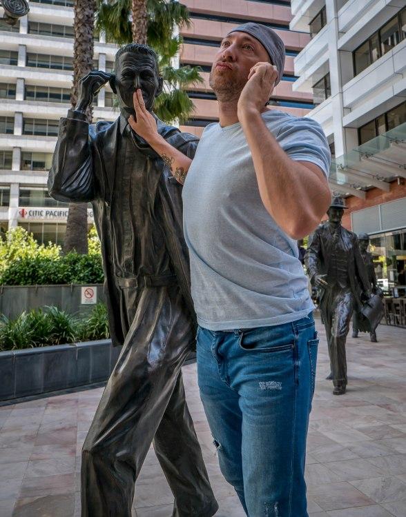 statue shushing!
