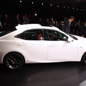 2014-lexus-is-detroit-2013---03